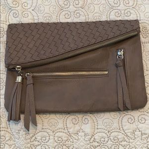 Troupe convertible large clutch